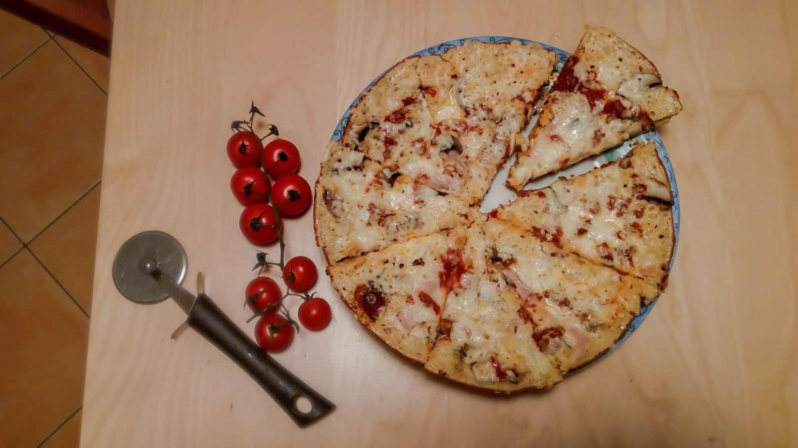 Gyors pizza serpenyőben