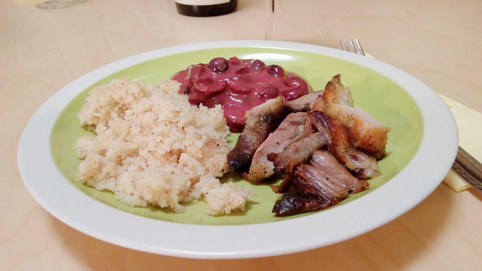 Sült hús meggymártással